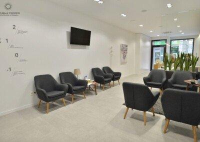 Gres porcelánico imitación cemento para una clínica dental - SALA DE ESPERA